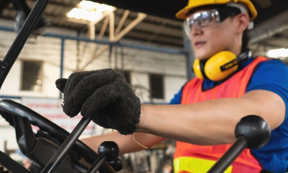 How To Select the Right Battery For Your Forklift